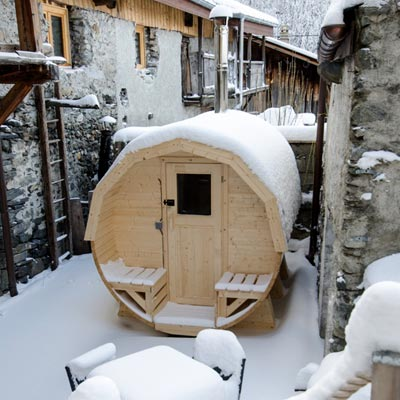 Chalet with outdoor sauna in Peisey