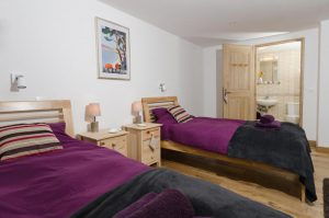 Peisey chalet twin bedroom with ensuite