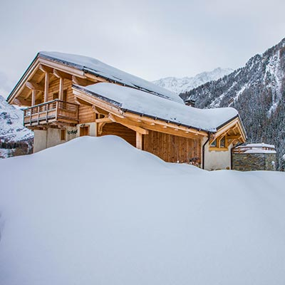 Catered chalet Peisey-Vallandry surrounded in snow